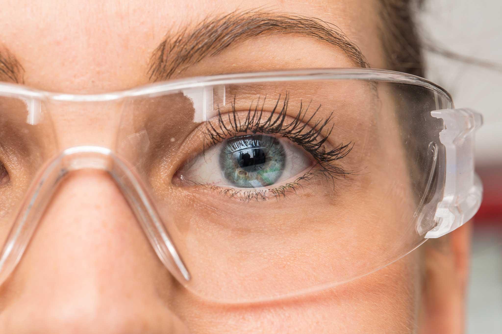 Protective Eyewear & Your Prosthesis – 3 Eye Protection Tips